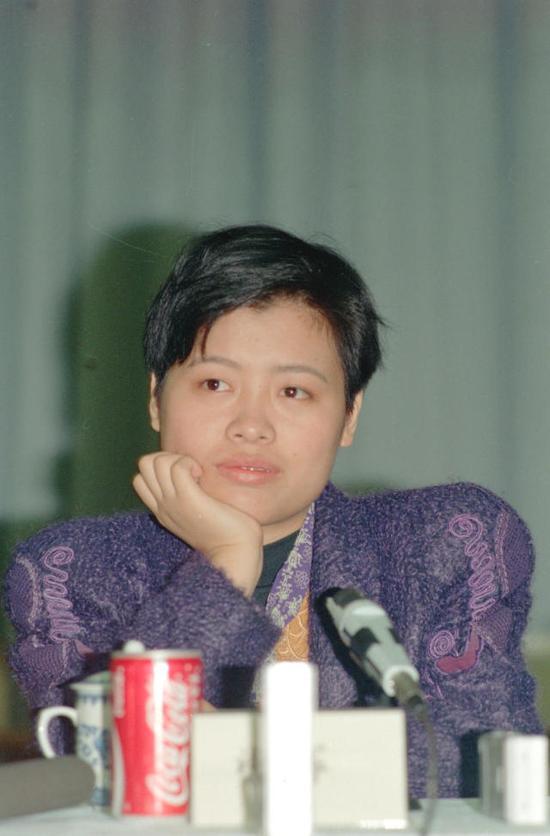 谢军在1991、1993、1999、2000年四次获得女子国际象棋世界冠军。