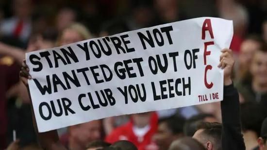阿森纳球迷抗议克伦克。