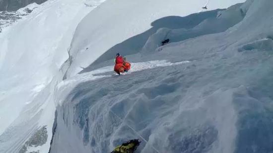 艰难的攀登安纳普尔纳峰(Annapurana),海拔8090米,是世界第10高峰。