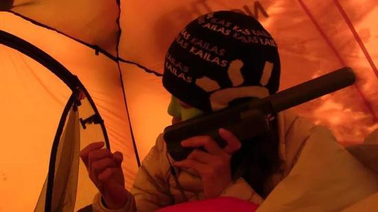 2015年罗静尝试无氧冲顶安娜。