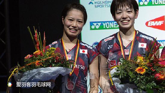 福島由紀(左)