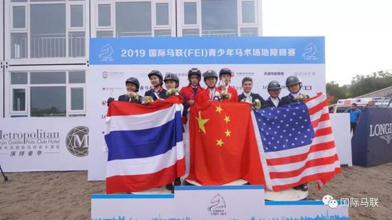 中国队获得2019国际马联青少年马术场地障碍赛少年组国家杯冠军