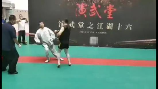 马保国4秒被50岁大爷KO 30秒内曾被打倒3次!