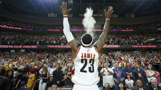 回顾詹姆斯签的7份合同 有7年没拿球队最高薪