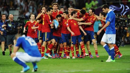 2012年普蘭德利帶領的意大利隊慘成斗牛士王朝的背景板
