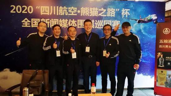 重庆媒体联队征战新闻媒体围棋赛 古力为队伍加油
