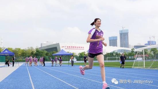 李盈莹:体测与队友有差距 队友取好成绩更开心