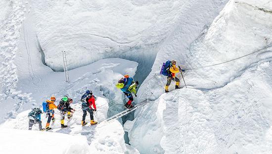 亲历者讲述珠峰登顶堵车:生与物化就在一线间