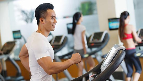 1.8亿人走进健身房 全球健身走业年创收940亿美元