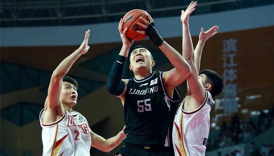 第一个放弃NCAA的中国小将!他要把天赋带到CBA