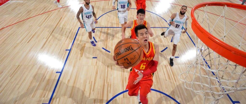 周琦隔扣!郭艾伦晃倒NBA球员!中国队战胜黄蜂