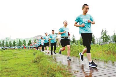 跑过风景跑出健康 章华:我在兰里跑马拉松