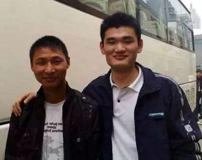 山寨版篮球明星:易建联有3个版本科比在中国