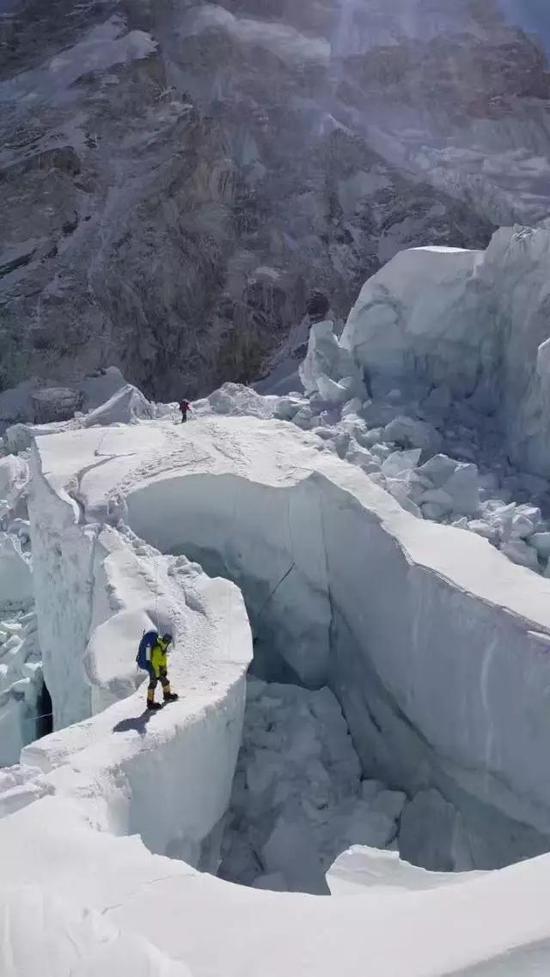 2017年罗静带队登珠峰-洛子。