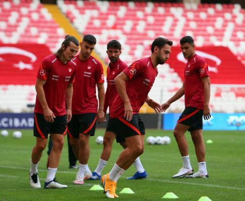 土耳其队公布大名单:恰尔汉奥卢和云代尔领衔