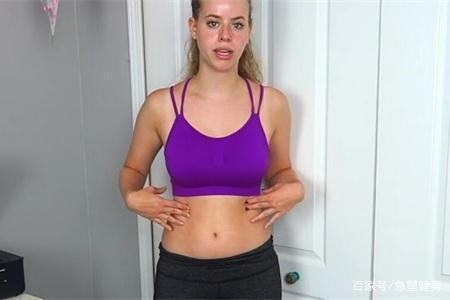 健身女生每天做7个练腹动作,坚持30天后,看她的腹部变化
