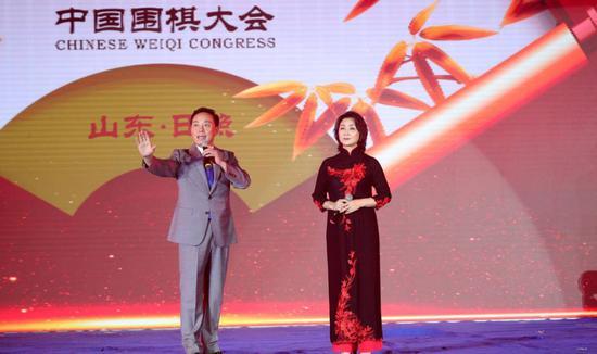 著名京剧表演艺术家于魁智和李胜素带来京剧名段《交响京剧 蝶恋》