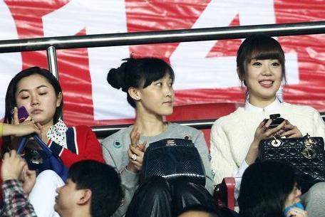 国足队长郑智和妻子邵娜都十分低调,邵娜还是恒大太太团的大姐大。
