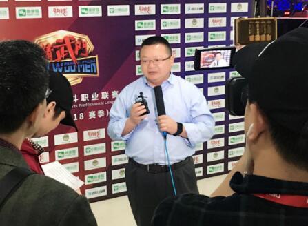 汪春杨接受媒体采访