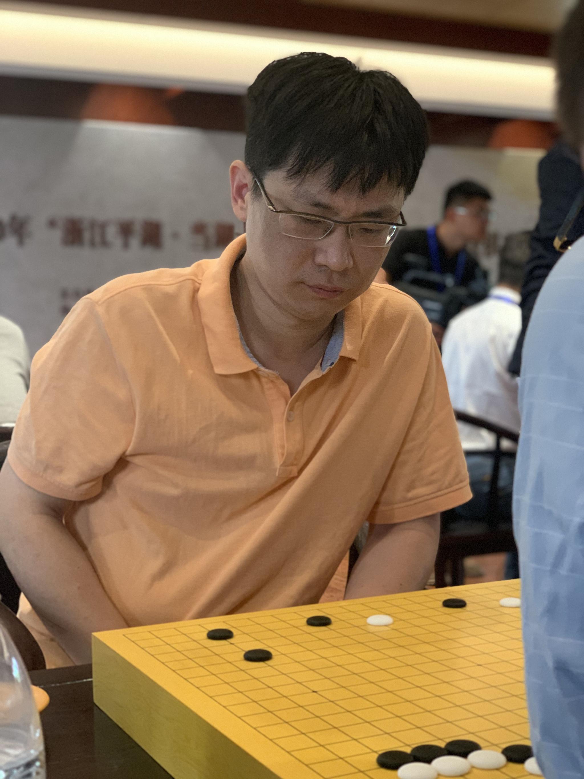 33岁的孟泰龄是一名大器晚成的棋手。新京报记者 孙海光 摄