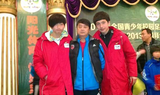 吐鲁洪江(右)曾在中国校园足球u16希望之星选拔赛中被选入国家队