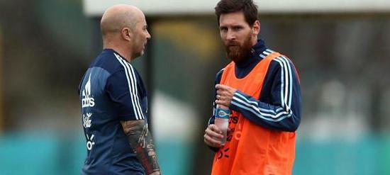 桑保利曾坦言,阿根廷就是梅西的球队
