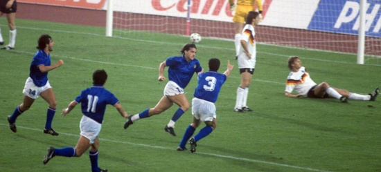 1988年歐洲杯曼奇尼為意大利打進一球