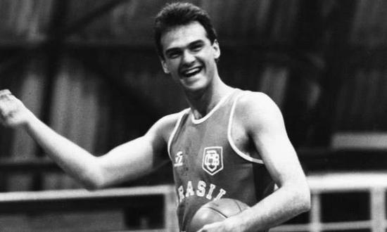 科比视他为偶像!奥运会场均42分,拒绝去NBA