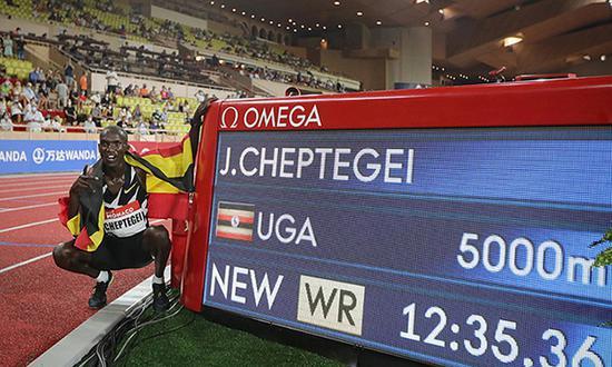 刷新尘封16年的世界纪录 看看切普特盖多快多神奇