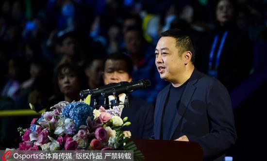 刘国梁在世界杯开幕式上致辞。