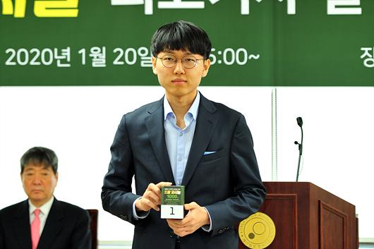 韩国最高棋手对决赛抽签举行 首轮申真谞迎战申旻埈
