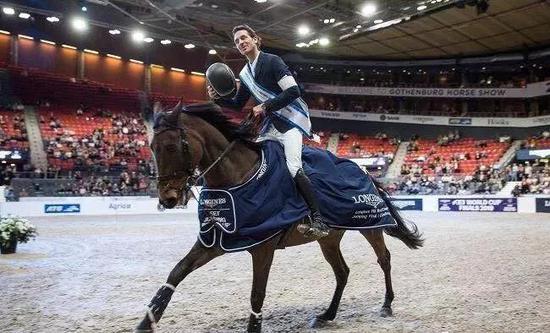 戈尔达问鼎国际马联场地障碍世界杯波尔多站165cm冠军