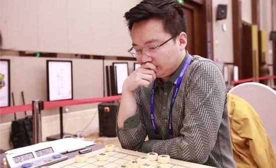郑惟桐在比赛中。