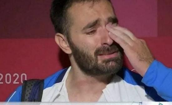 希腊举重运动员奥运比赛后流泪宣布因贫退役