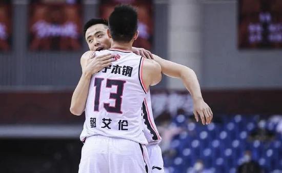 贾磊:阿联受伤辽宁晋级,CBA争冠格局变天了