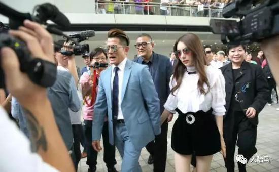 郭富城和妻子手拉手现场看赛马上海市青少年马术公开赛来袭