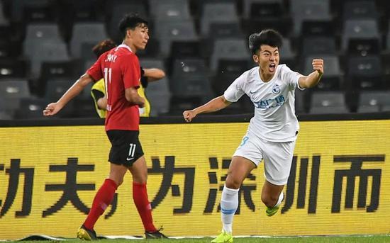 进球之后,何宇鹏马上就被杨芳志换下,一方也完成。了U23球员。的出场要求。。