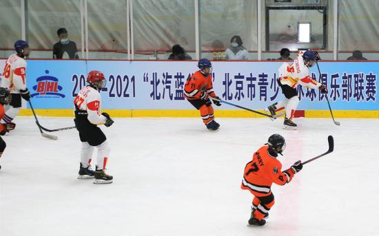 北京市青少年冰球联赛开幕 取消赛后握手等礼仪
