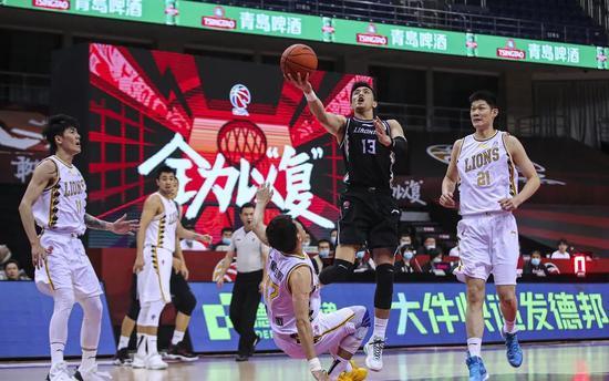 他在郭艾伦头上狂轰34+7+10!中国第一控卫之争