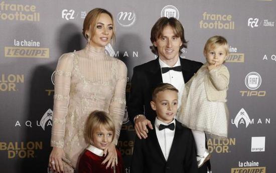 莫德里奇和家人。