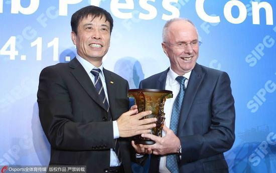 陈戌源为上港聘请大牌教练埃里克森。