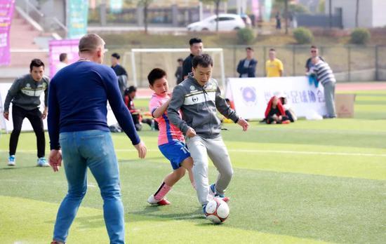 成基金理事樊海東也上場與孩子們一起同場競技