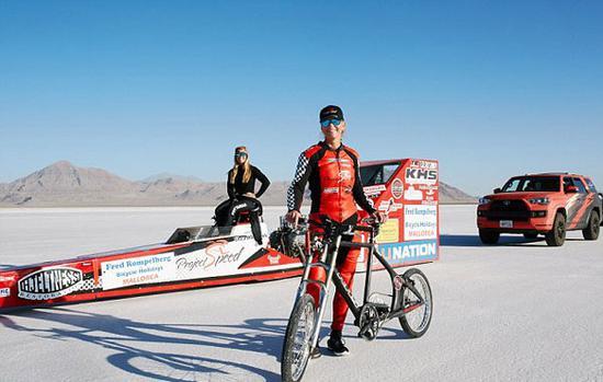 谁说女子不如男,美国女车手时速296公里 破世界纪录