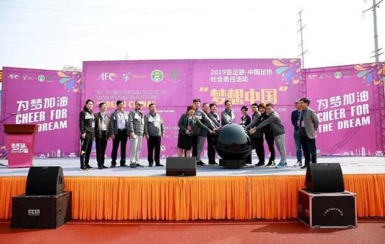 湖南省體育局黨組成員、副局長龔旭紅宣布活動啟動