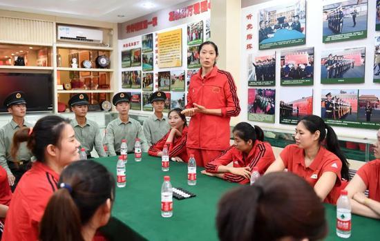 荣获中国青年五四奖章 朱婷盼女排精神激励更多人