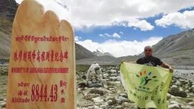 阿诺在珠峰大本营。