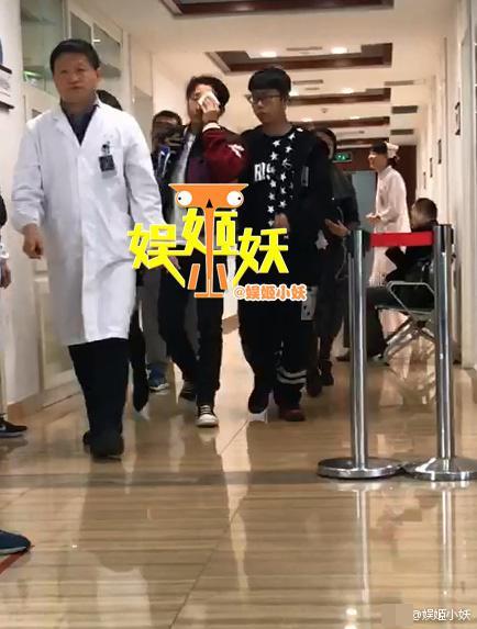 邹市明在医院
