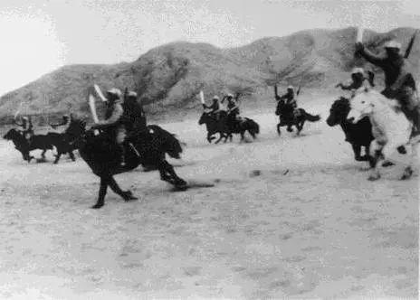 抗日战争时持大刀冲锋的中国骑兵队