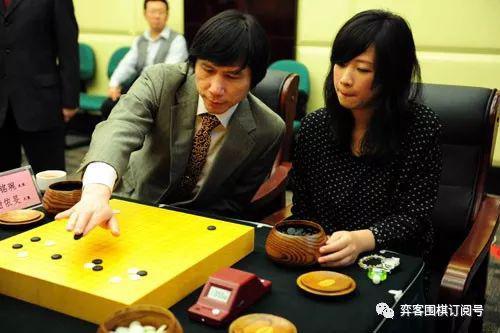 王铭琬(左)和谢依旻(右)