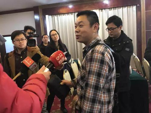 (业主徐海军先生接受记者采访)